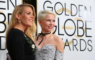 Skuespiller og tv-vært Busy Phillips (t.v.) opfordrer kvinder til at dele deres abort-oplevelser under hashtagget #YouKnowMe. Her ses hun med Dawsons Creek-kollegaen Michelle Williams (t.h.) til Golden Globes-uddeling. (Arkivfoto)