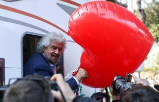 Beppe Grillo kan tage et stort skridt nærmere magten i Italien med folkeafstemningen.