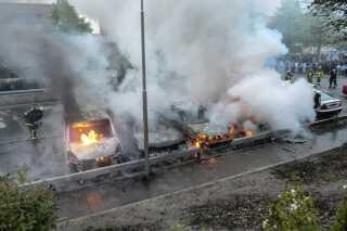 Biler i brand i Stockholm-forstaden Rinkeby i mak 2013.