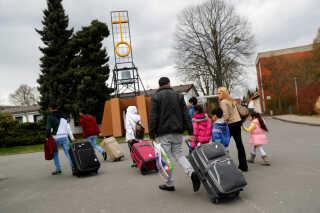 Syriske asylansøgere ankommer til en flygtningelejr i Friedland, Tyskland i april 2016. foto: Kai Pfaffenbach