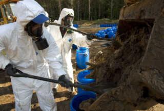 DDT bliver stadig brugt i lande, hvor malaria er en stor trussel. Men stoffet er farligt for mennesker og kan også true fuglearter, som ikke kan lave stærke æg, hvis de udsættes for store mængder DDT.