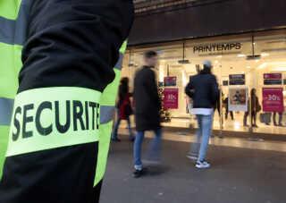 Indgangen til stormagasinet Printemps den 23. november, 10 dage efter angrebet i Paris, der kostede 130 mennesker livet.