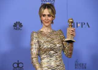 "Sarah Paulson med statuetten for bedste skuespillerinde for ""The People v. O.J. Simpson: American Crime Story""."