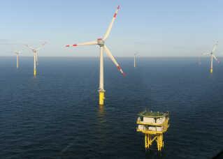 Vindmøller langt ude på havet er vejen frem, mener klimaforsker Jakob Stoustrup fra Aalborg Universitet.