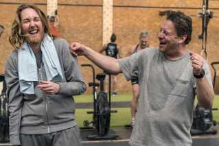 I filmen 'Ditte og Louise' klæder Ditte Hansen sig ud som manden Ditlev i håbet om at få flere filmroller. Her ses hun med Anders W. Berthelsen, der er nomineret for bedste mandlige birolle.