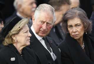 Dronning Ann-Marie (til venstre), der er dronning Margrethes yngste søster, deltog i begravelsen med blandt andet Storbritanniens prins Charles (i midten), og den spanske dronning Sofia.