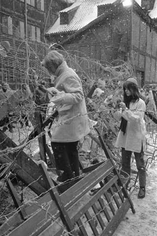 Sofiegårdens beboere forsøgte at barrikadere sig, så godt de kunne, inden politiet og Falck kom.