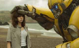 Den menneskelige hovedrolle i 'Bumblebee' spilles af den bare 22-årige skuespiller og sanger Hailee Steinfeld, der tidligere har gjort sig bemærket i Coen-brødrenes 'True Grit' og de tre 'Pitch Perfect'-film.