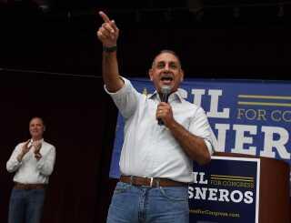 Gil Cisneros er blevet valgt ind i delstaten Californien.