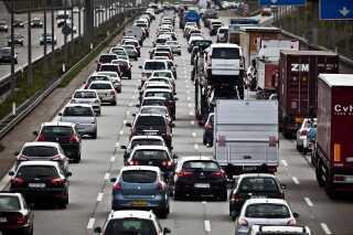 Når bilerne kan kommunikere med hinanden, vil du kunne få mere præcise varslinger om at der er kø, glat føre eller vejarbejde.
