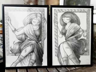 De to tegninger hænger i dag på stuevæggen i Marie Dyekjær Eriksens lejlighed.