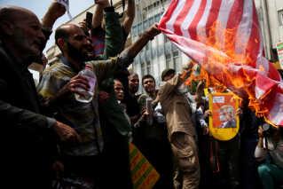 (Arkiv) Umiddelbart efter USA udtrådte af atomaftalen med Iran, gik folk på gaden i Tehran for at demonstrerer mod Donald Trumps beslutning. Dette billede er fra den 11. maj 2018.