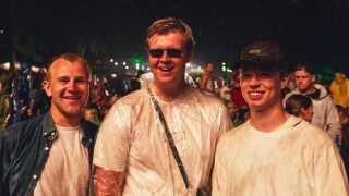 Vennerne Malte Højbo (tv.), Tobias Thøger og Tobias Christensen så koncerten med Shawn Mendes sammen med en flok venner.