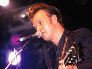 Engelske Edwyn Collins hittede stort med 'A Girl Like You' i 1994 og turnerede i mange år efter.