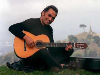 Pauly Fuemana var forsanger i Otara Millionaires Club.