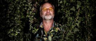 Allan Olsen har lige udgivet albummet 'Hudsult'. Med albummet følger også en verbal lussing til politikerne og os danskere.