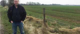 Henrik Gotborg Hansen har to til tre kilometer gammelt grænsehegn langs sine marker. Hegn som igen vil kendes ved efter 30 års forfald.