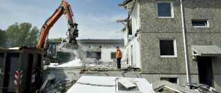 I 2011 begyndte man at rive almene boliger ned i Aalborg Øst for at gøre plads til et nyt sundhedshus i området.