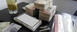 Politiet har beslaglagt store kontantbeløb, biler, smykker og ejendomme for op mod 70 millioner kroner i sagen. (Foto: Særlig Efterforskning Øst.)