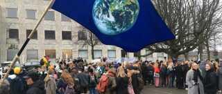 Der var strejker for klimaet i flere byer over hele landet i dag. Her på Rådhuspladsen i Aarhus.