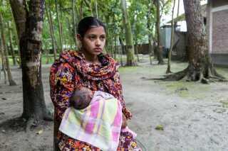 Laizu fra Bangladesh blev gift, da hun var 13-14 år. Et år senere blev hun gravid. Da DR mødte Laizu, var både hun og det tre uger gamle barn underernærede.
