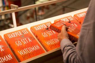 Ligesom debutromanen, der blev udgivet i 1960, blev Harper Lees bog nummer to 'Go set a Watchman' (på dansk 'Sæt en vagtpost ud') en kæmpe salgssucces.
