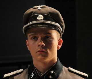 Erik Lindstrøm klædt ud som SS-officer - en stor del af kostumet stammer fra 2. verdenskrig.