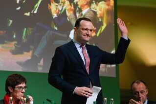 Den nuværende sundhedsminister, Jens Spahn, er kandiaten, Antonia Haufler gerne ser som sit partis næste formand. Til venstre ses Annegret Kramp-Karrenbauer og Friedrich Merz.