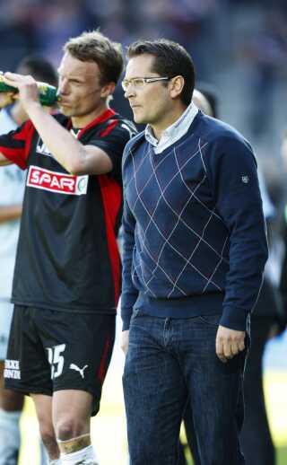 Cheftræner Thomas Thomasberg (til højre) og FCM indkasserede et nederlag hjemme mod Randers FC på 0-2 den 19. april, 2009.