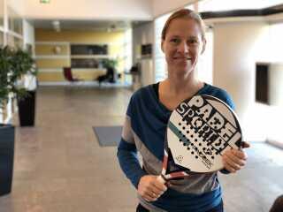 Nina Krebs Pedersen har etableret en padelbane på havnen i Odense.