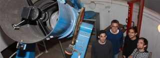 De fire fysikstuderende Tilo Planke, Lasse Haahr-Lillevang, Simon Holmbo og Jonas Refsgaard har istandsat den store 50cm-kikkert på Ole Rømer Observatoriet i Aarhus.