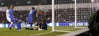 Getafes Manuel Tena snittede bolden i nettet til 1-1 på White Hart Lane