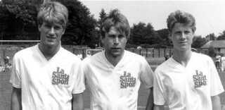 Michael Laudrup (til venstre) sammen med sin far Finn Laudrup, der spillede 19 landskampe fra 1967 til 1979, og lillebror Brian Laudrup.