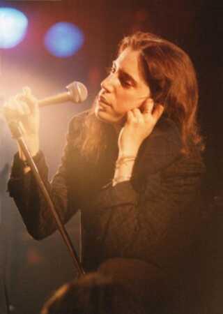 Patti Smith har optrådt utallige gange siden billedet her blev taget under en koncert på Wembley Stadium i London i 1979. Alligevel blev hun så nervøs, at hun sang forkert ved nobelpriskoncerten i Stockholm, blot et par uger inden hendes 70 års fødselsdag.