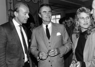 Ældre foto af Jesper Bruun Rasmussen sammen med prins Henrik og afdøde Margit Brandt ved indvielse af Store kro i Fredensborg.