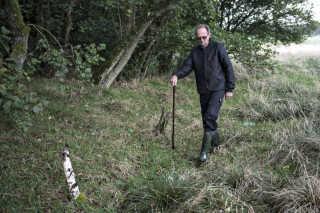 Find Andersen-Fruedahl overtog sin ejendom fra sine forældre. Siden 1980 har de plantet det 13 hektar store område til med træer som sitka, fyr og rødbøg. Det er dem, som bæverne har fået smag for. (Foto: Jens Nørgaard Larsen/Scanpix 2017)