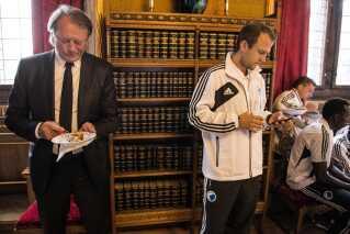 FCK's danske mestre var inviteret til pandekager og taler fra overborgmester Frank Jensen på Københavns Rådhus i maj 2013. Her er det træner Ariël Jacobs og Daniel Jensen.