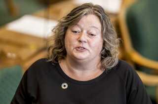 Mette Gjerskov (S) i Folketingssalen. Hun er forarget over, at femårig dreng nægtes kartofler og broccoli til småbørn på Udrejsecenter Sjælsmark.