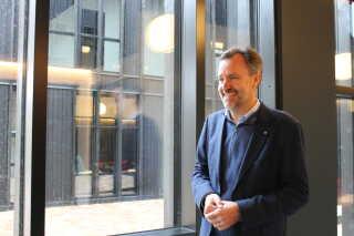 Steen Møller viste stolt det nye veteranhjem fra frem.