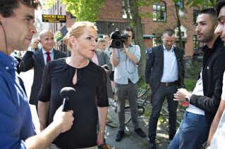 Udlændinge- og integrationsminister Inger Støjberg (V) besøgte Mucki Bar på Nørrebro, efter ejerne stod frem og fortalte om de trusler, som stedet modtog.