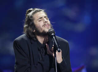 Salvador Sobral under fremførelsen af sangen 'Amar Pelos Dois'.