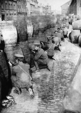 Britiske tropper i position under påskeopstanden i april 1916.