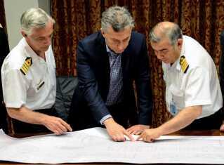 Præsident Mauricio Macri taler med den argentinske flåde inden pressekonferencen.