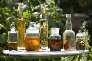 Syltetøjs-glas kan i visse tilfælde være glimrende erstatning til opbevaring af madvarer. Med glas er sart, tungt og dyrt ift. plastik.