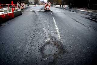 Ved at udnytte de sensorer, der allerede sidder i mange biler, kan man følge udviklingen i vejenes tilstand og dermed vedligeholde vejene mere effektivt.