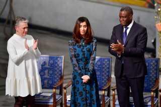 Denis Mukwege tilegnede fredsprisen til alle ofre for seksuel vold i verden. Han sagde, at prisen ikke vil have nogen værdi for ham, hvis ikke den konkret ændrer ofrenes liv.'I 20 år har jeg på sygehuset set de hjerteskærende følger af styret i landet. Spædbørn, piger, unge kvinder, mødre, bedstemødre og også mænd og drenge bliver voldtaget på brutal vis – ofte offentligt og kollektivt ved at brændende plast- og stumpe genstande bliver ført ind i kønsorganerne. Jeg skal spare jer for detaljerne', sagde han i sin tale.