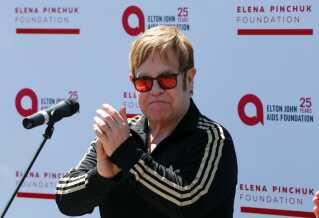 Elton John deltager i et velgørenhedsarrangement i Kiev, Ukraine i maj. Ukraine har siden 2017 sat stort politisk fokus på hiv-virussen.