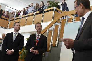 Tiltrædende miljø- og førevareminister Jakob Ellemann-Jensen (V) og afgående minister Esben Lunde Larsen.
