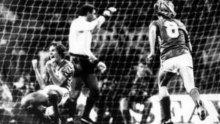 Allan Simonsen jubler efter sin scoring på straffespark på Wembley.