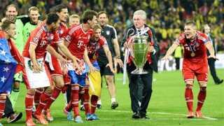 Jupp Heynckes med pokalen og spillerne jubler efter Champions League-sejren i maj.